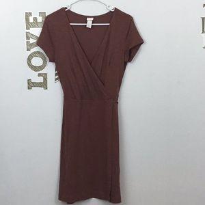H&M BASIC FAUX WRAP SHORT SLEEVE DRESS